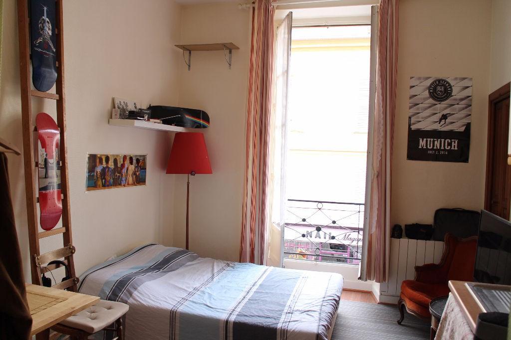 location studio dans le quartier montbauron. Black Bedroom Furniture Sets. Home Design Ideas